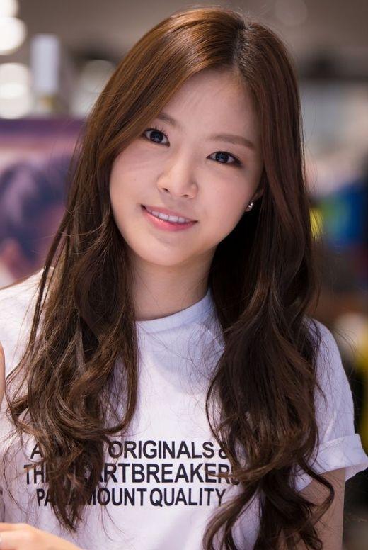 Naeun (Apink)được biết đến như hình ảnh đại diện phong cách trong sáng choApinknhưng khả năng ca hát của cô nàng thì hoàn toàn tỉ lệ nghịch.