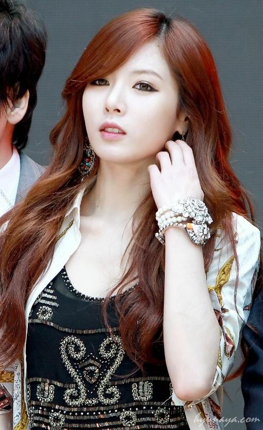 Hyuna(4minute)mặc dù đánh lẻ thành công với phong cách sexy nhưng dân tình cho rằng giọng cô nàng quá yếu để hát cả rap và thường xuyên phải hát nhép trên các chương trình âm nhạc.