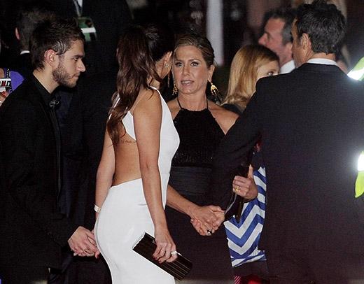 Selena và Zeddthể hiện tình cảm đáng yêu tại buổi tiệc 'hậu' Quả cầu vàng