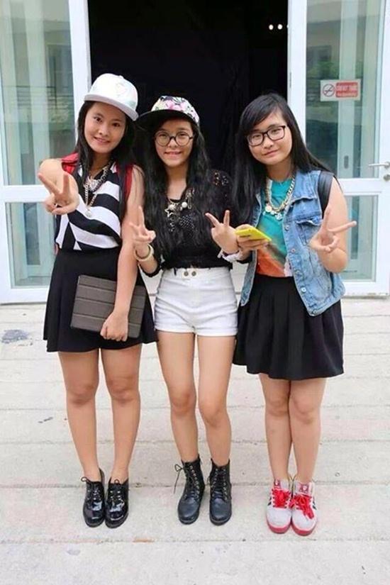 Thanh Thảo (ngoài cùng bên trái) và các thí sinh của The Voice Kids.
