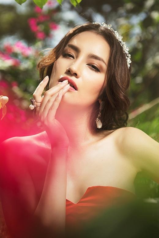 Cô ngày càng khiến công chúng trầm trồ, thán phục bởi vẻ đẹp ngày càng gợi cảm, duyên dáng hơn. - Tin sao Viet - Tin tuc sao Viet - Scandal sao Viet - Tin tuc cua Sao - Tin cua Sao
