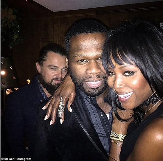 Leo trở thành 'người thừa' bất đắc dĩ trong bức ảnh của Naomi Campbell và 50cent