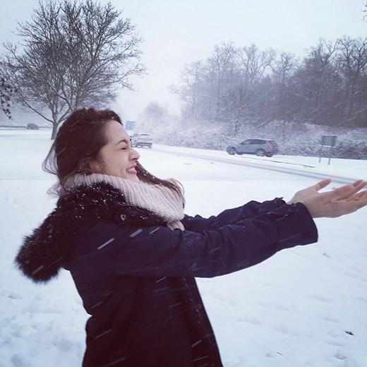 Nhưng Bảo Anh vẫn đầy thích thú khi được ngắm tuyết rơi - Tin sao Viet - Tin tuc sao Viet - Scandal sao Viet - Tin tuc cua Sao - Tin cua Sao
