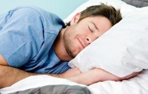 Mặc đồ lót khi ngủ. Theo Các nhà khoa học, Khi ngủ nam giới mặc đồ lót chật quá làm tăng nhiệt cơ thể, sẽ làm giảm khả năng sinh sản tinh trùng và sẽ ảnh hưởng đặc biệt đến khả năng sinh con. Vậy khi ngủ bạn không nên mặc quần lót quá chật và tốt nhất là không nên mặc gì.