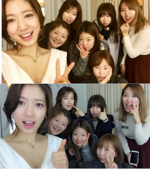 Park Shin Hye khoe hình với nhân viên đoàn làm phim Pinocchio, cô vô cùng tiếc nuối vì phim đã kết thúc và gửi lời cảm ơn đến tất cả mọi người trong suốt thời gian qua.