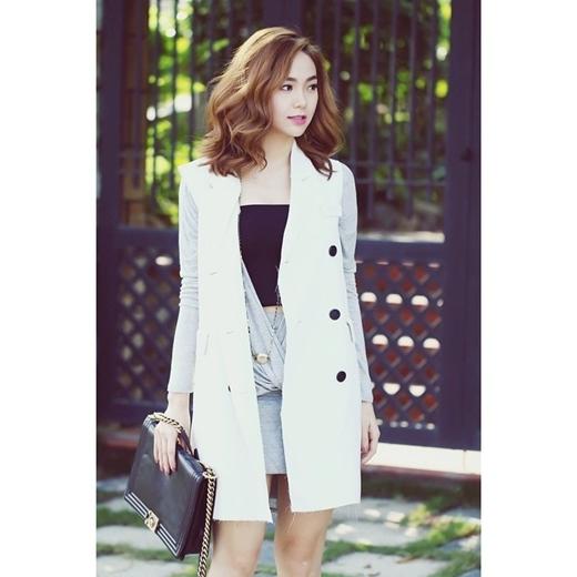 Minh Hằng ngày càng khẳng định được gu ăn mặc cực 'chất' của mình. Sự khéo léo khi kết hợp các phụ kiện khiến Minh Hằng trông thật nổi bật. Ngoại hình của nữ ca sĩ cũng khiến nhiều người mơ ước.