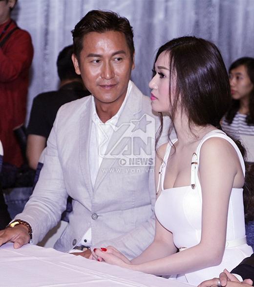 Cả 2 thường xuyên trao cho nhau những ánh mắt tình tứ - Tin sao Viet - Tin tuc sao Viet - Scandal sao Viet - Tin tuc cua Sao - Tin cua Sao