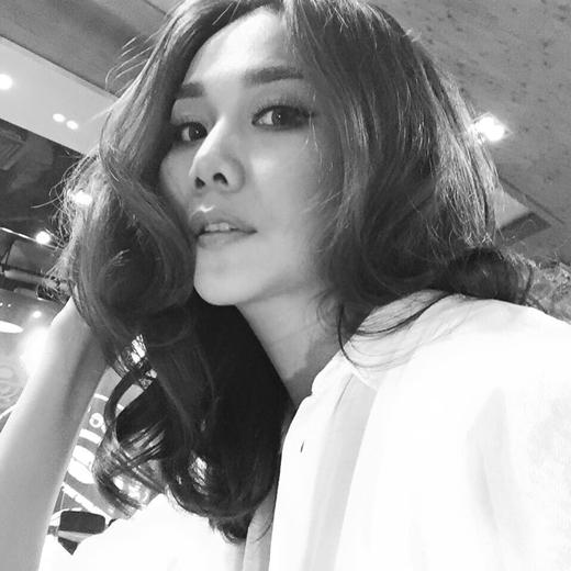 Năm nay siêu mẫu Thanh Hằng sẽ đón Valentine ở nước ngoài. Dù công việc bận rộn nhưng Thanh Hằng không hề lộ vẻ mệt mỏi mà cô vẫn luôn xinh đẹp rạng ngời.