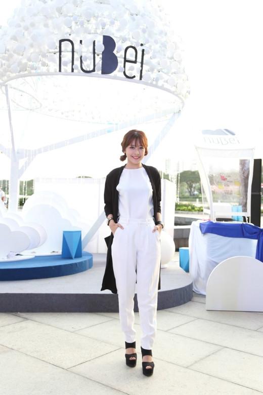 Chi Pu xuất hiện ấn tượng trong bộ trang phục đen trắng vừa thanh lịch lại vừa kín đáo - Tin sao Viet - Tin tuc sao Viet - Scandal sao Viet - Tin tuc cua Sao - Tin cua Sao