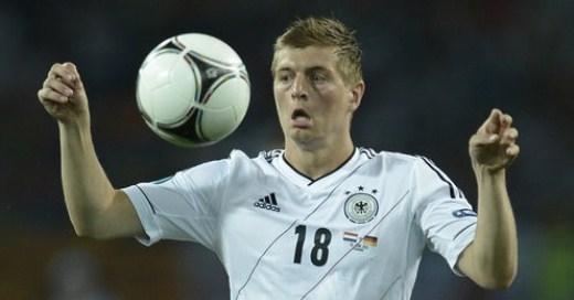 Huyền thoại Johan Cruyff cho rằng Toni Kroos xứng đáng giành Quả bóng vàng hơn Ronaldo. Ảnh: Footballpictures.