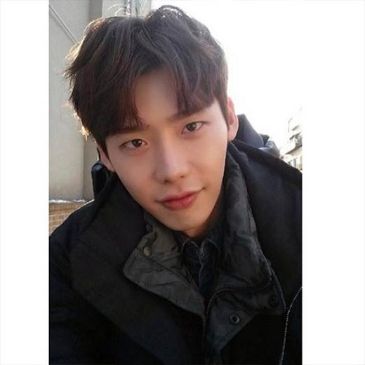 Lee Jong Suk khoe hình nhân vật Dal Po và than thở với fan: 'Mệt mỏi quá đi. Nhưng mà thật sự tôi không ngủ được'.