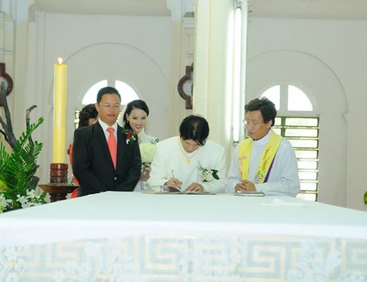 Mặc dù đã sống chung và có con nhưng mới đây Dustin mới làm đám cưới chính thức với Bebe Phạm. - Tin sao Viet - Tin tuc sao Viet - Scandal sao Viet - Tin tuc cua Sao - Tin cua Sao