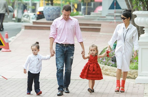 Gia đình viên mãn của Hồng Nhung bên chồng và hai nhóc tì vô cùng xinh xắn, đáng yêu. - Tin sao Viet - Tin tuc sao Viet - Scandal sao Viet - Tin tuc cua Sao - Tin cua Sao
