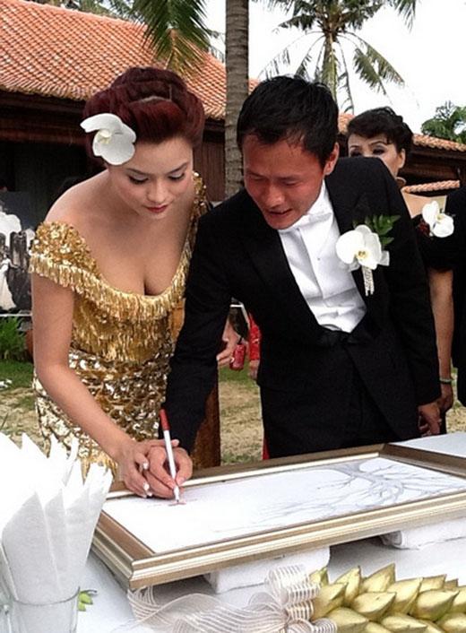 Hình ảnh trong lễ cưới của Vũ Thu Phương tại Phú Quốc. Được biết trang phục cưới là do chính cô thiết kế. - Tin sao Viet - Tin tuc sao Viet - Scandal sao Viet - Tin tuc cua Sao - Tin cua Sao
