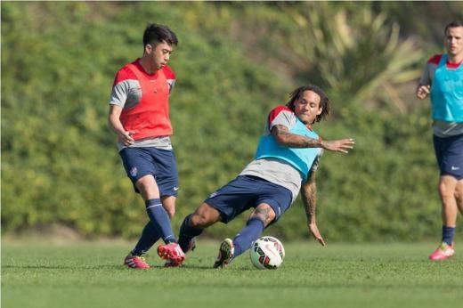 Jermaine Jones (giữa) và Lee Nguyễn là hai trong số những nhân tố quan trọng nhất giúp CLB New England Revolution có mùa giải trước thành công. Họ về thứ hai ở MLS miền Đông, sau đó đoạt MLS Cup khu vực này lần đầu tiên sau bảy năm.