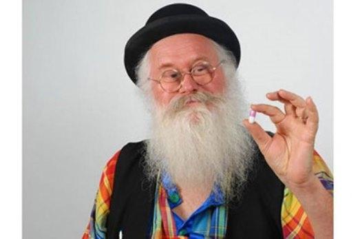 Ông Christian Poincheval người phát minh ra viên thuốc xả khí socola