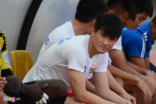 Từ khi chuyển tới CLB Becamex Bình Dương, tiền đạo Lê Công Vinh phải ngồi trên băng ghế dự bị suốt 4 vòng đấu đầu tiên của V.League 2015.