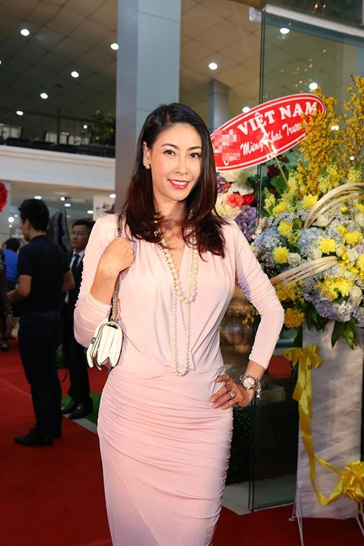 Hoa hậu Hà Kiều Anh nhẹ nhàng với bộ váy hồng. - Tin sao Viet - Tin tuc sao Viet - Scandal sao Viet - Tin tuc cua Sao - Tin cua Sao