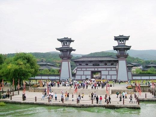 Đoạn Võ Mị Nương trò chuyện cùng vua Đường Thái Tông được quay ở Ngô Vương cung của Tam Quốc Thành   Ngô Vương cung ở ngoài đời thật   Đây cũng là địa điểm thu hút nhiều khách du lịch
