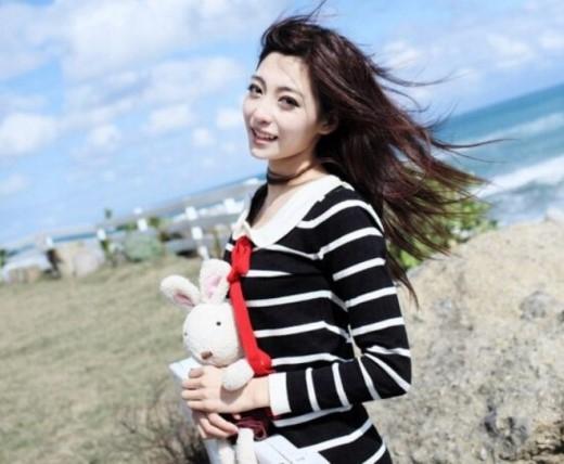 Wang Zi Fei thuộc ĐH Giao thông Thượng Hải. Nữ sinh có làn da trắng mịn, xinh xắn này được liệt trong danh sách 'thập đại mỹ nhân' mà tờ Rocket News 24 bình chọn