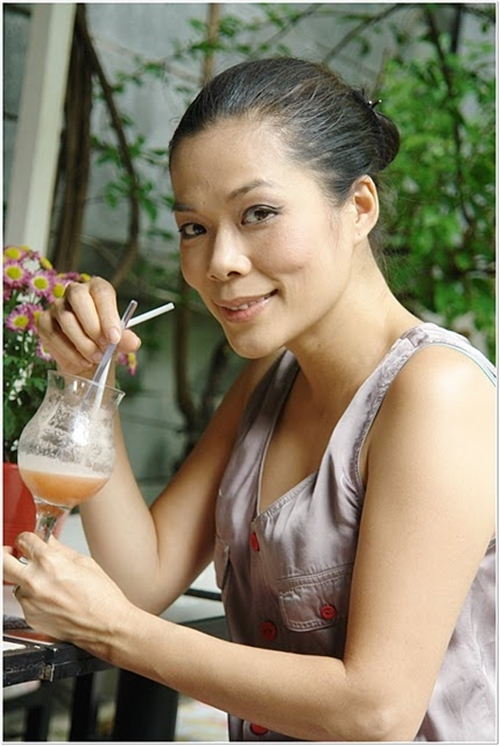Là một trong những giọng ca nhạc nhẹ nổi tiếng của làng nhạc Việt, ở độ tuổi 42, những dấu hiệu của sự lão hóa bắt đầu xuất hiện trên gương mặt Mỹ Lệ. Làn da cô không còn mịn màng và tràn đầy sức sống nữa, những nếp nhăn ở khóe miệng cũng nhiều hơn. - Tin sao Viet - Tin tuc sao Viet - Scandal sao Viet - Tin tuc cua Sao - Tin cua Sao