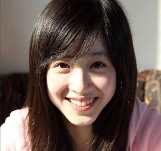 Bất ngờ nhất phải kể đến nữ sinh được mệnh danh là 'cô bé trà sữa', nổi tiếng khắp châu Á. Nhờ vẻ ngoài trong sáng, thuần khiết, Chương Chiết Thiên, sinh viên ĐH Thanh Hoa (Bắc Kinh) luôn được coi là cô gái xinh đẹp nhất Trung Quốc và dẫn đầu danh sách Miss Campus hàng năm.
