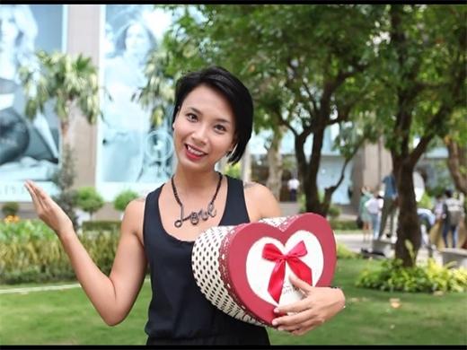 Thay vì tự nhận là 'phù thủy tốt bụng' như những số trước, Một ngày mới tuần này Thùy Minh sẽ hóa thân thành một sứ giả mang món quà Valentine tuyệt với đến một cặp đôi yêu nhau.