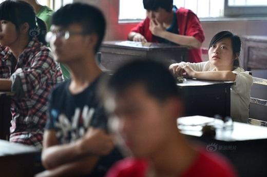 Trong lớp học, cô cũng không khác gì những sinh viên bình thường của lớp