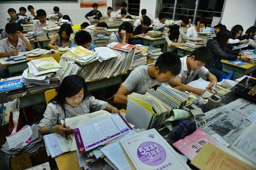 Những giờ phút ôn thi căng thẳng trong lúc kì thi đã cận kề