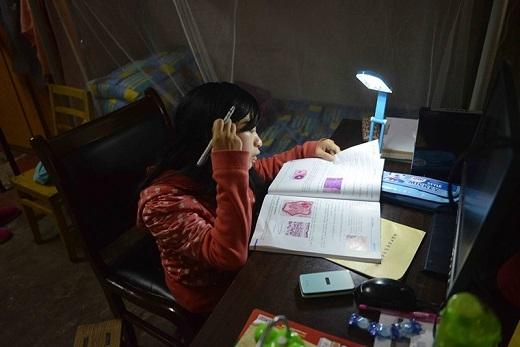 Ngoài lúc trên trường, Lưu luôn tranh thủ thời gian tự học ở nhà