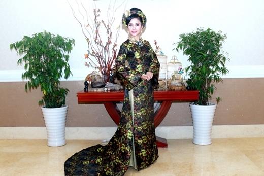 Ý tưởng chiếc áo dài này lấy cảm hứng từ hình ảnh Hoàng hậu Nam Phương trong lịch sử Việt Nam. - Tin sao Viet - Tin tuc sao Viet - Scandal sao Viet - Tin tuc cua Sao - Tin cua Sao