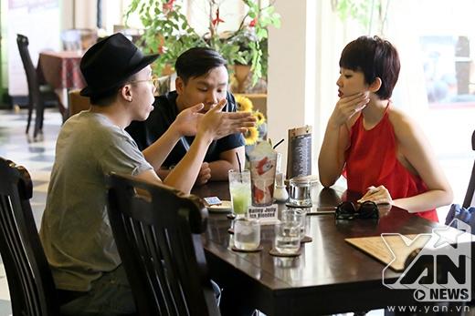 Tóc Tiên tập trung bàn bạc cùng hai người bạn trong đội là Long Halo và Hoàng Touliver. - Tin sao Viet - Tin tuc sao Viet - Scandal sao Viet - Tin tuc cua Sao - Tin cua Sao