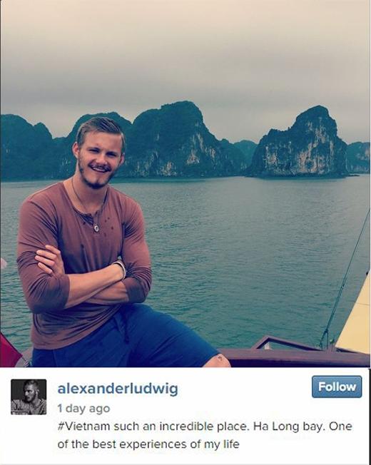 Anh cũng chia sẻ một bức ảnh mình đang thưởng ngoạn Vịnh Hạ Long vào ngày 31/1 mới đây với lời bình luận: '#Vietnam thật là một nơi đáng kinh ngạc. Vịnh Hạ Long. Một trong những trải nghiệm tuyệt vời nhất trong đời tôi'.