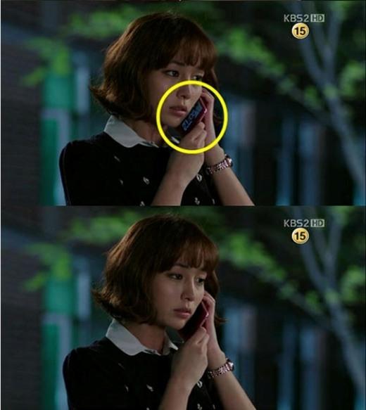 TrongBigcũng xuất hiện một lỗi thường thấy trong khá nhiều cảnh quay phim Hàn khi chiếc điện thoại ở màn hình chờ đã 'tố cáo' nhân vậtGil Da Ran (Lee Min Jung)đang say sưa nói chuyện... một mình.