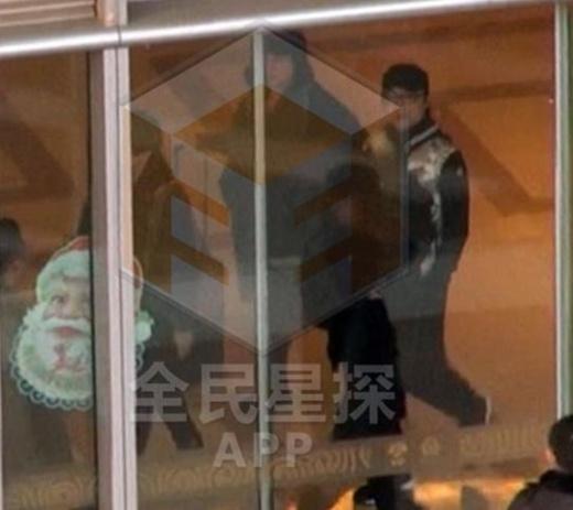 Uông Phong, Tử Di xuất hiện ở sân bay