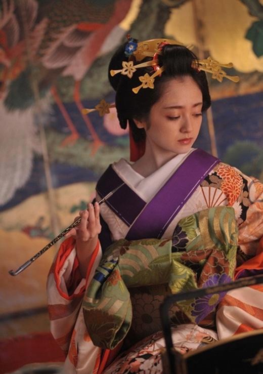 Yumi Adachi khác lạ trong dự án mới, hoàn toàn trái ngược với hình ảnh quá khứ của cô