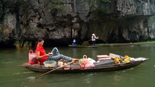 Người dân có thể trèo thuyền bằng chân.