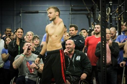 Thiếu bộ phận trên cơ thể, song Luke Ericson vẫn trở thành một huấn luyện viên thể hình.