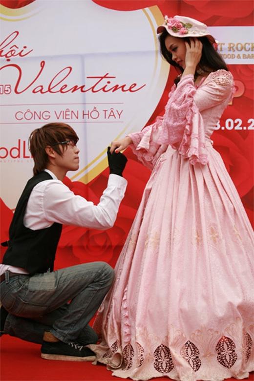 Romeo và Juliet đang tập dượt cho chương trình.