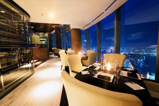 Nhà hàng có hướng nhìn 360 có thế ngắm toàn thành phố từ độ cao 200m