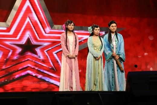 Hình ảnh từ trích đoạn Tây Hồ Kì Duyên trong Tìm kiếm tài năng Việt Nam 2014