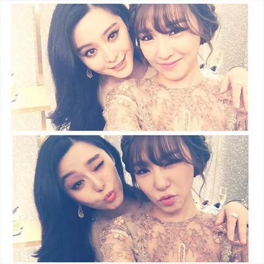 Tiffany (SNSD) thích thú 'khoe' ảnh chụp cùng nữ diễn viên Võ Tắc Thiên trong sự kiện vừa qua: 'Cùng với chị Phạm Băng Băng xinh đẹp.'