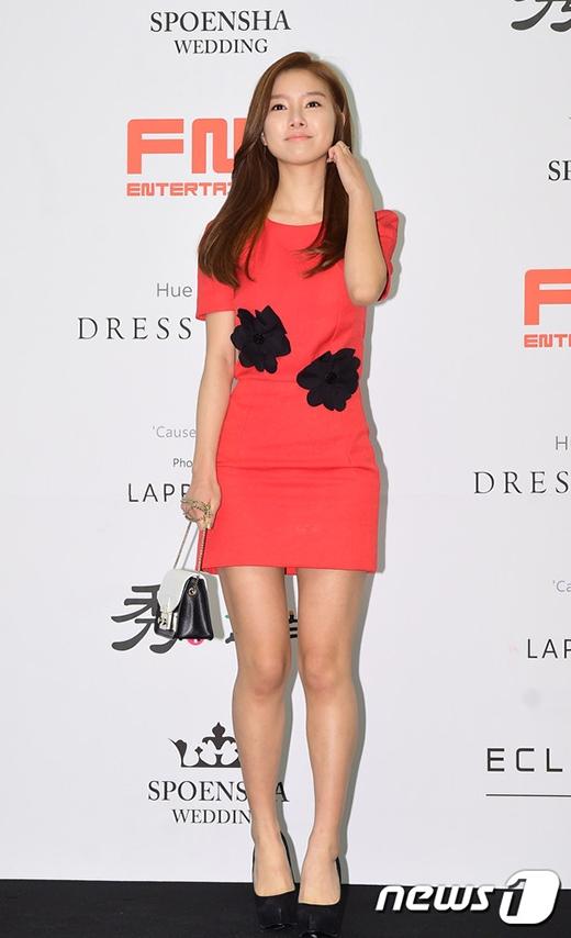 Kim So Eun diện đầm đơn giản nhưng không kém phần xinh đẹp.