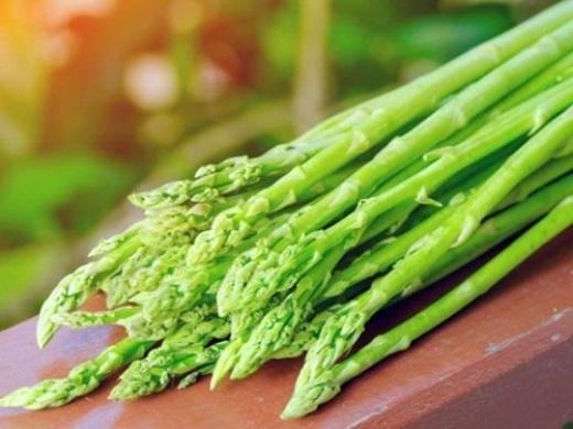 Măng tây - hàm lượng axit amin trong măng tây có thể giúp loại bỏ các độc tố trong rượu và bảo vệ các tế bào gan khỏi bị tổn thương.