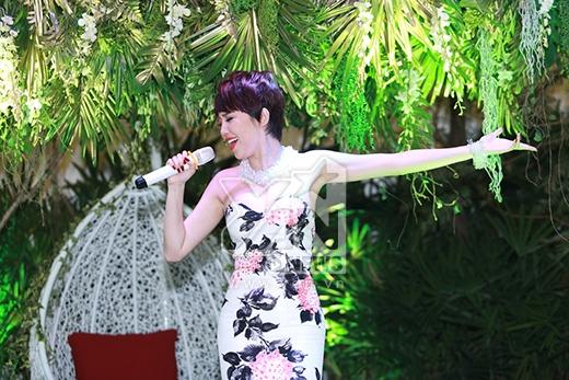 Tóc Tiên ngẫu hứng gửi đến mọi người ca khúc cô đã trình diễn thành công trong liveshow 1 - Hoa cỏ mùa xuân. - Tin sao Viet - Tin tuc sao Viet - Scandal sao Viet - Tin tuc cua Sao - Tin cua Sao