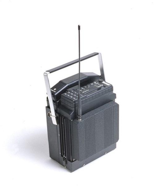 Mobira Senator là chiếc điện thoại di động đầu tiên của Nokia, ra mắt năm 1982, chạy trên nền tảng analog 1G. Tuy vậy sản phẩm chưa bao giờ được đánh giá cao vì Mobira Senator nặng đến 10 kg, hơn cả một quả bóng bowling. Với khối lượng như thế nó chỉ thường được sử dụng trên ôtô.