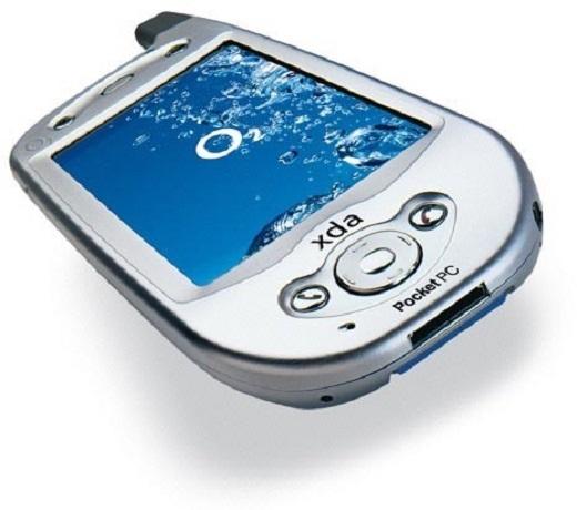 Sản phẩm đầu tiên của HTC có tên HTC Wallaby, hay có cái tên quen thuộc với những tín đồ Pocket PC là O2 XDA. Ra mắt năm 2002. Khi đó HTC mới chỉ là một hãng sản xuất chuyên gia công cái thiết bị di động cho các thương hiệu lớn như O2, iMate,… Sản phẩm chạy trên nền tảng Microsoft Pocket PC 2002 Phone Edition, màn hình 3,5 inch, bộ vi xử lí Intel lõi đơn, RAM 32 MB và có 32 MB dung lượng bộ nhớ và giá bán lên tới 1370 USD.