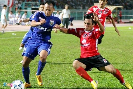 Đến phút 53 của trận đấu, tiền vệ Tài Em bên phía đội chủ nhà tận dụng tình huống lộn xộn trong vòng cấm Bình Dương để ghi bàn gỡ hòa.