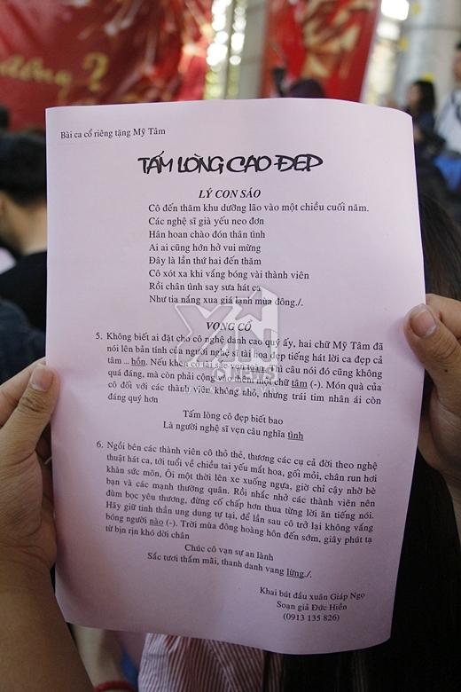 Ngoài ra, cô còn được một cụ ông tặng cho một bài ca cổ được viết riêng dành tặng cho Mỹ Tâm. - Tin sao Viet - Tin tuc sao Viet - Scandal sao Viet - Tin tuc cua Sao - Tin cua Sao