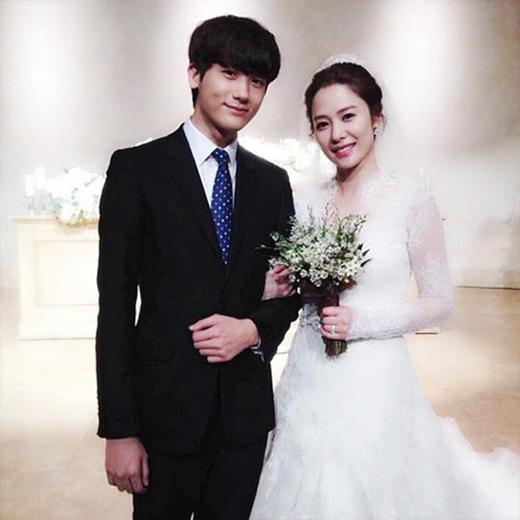 Hyungsik (ZE:A) hạnh phúc khoe hình đám cưới của chị gái